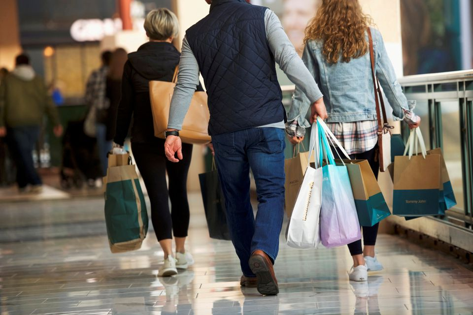 U.S. consumer sentiment plummets in August to decade low